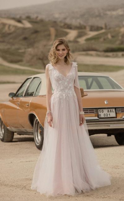 Свадебное платье в деликатном пудровом оттенке