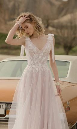 Воздушное приталенное свадебное платье