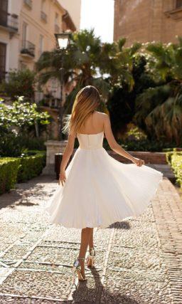 Свадебное платье с плиссированной юбкой