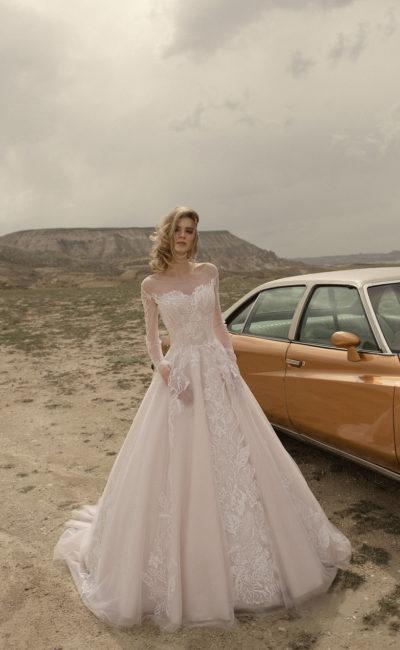 Платье с прозрачным рукавом свадебное