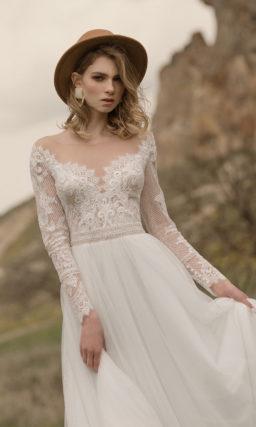 Легкое свадебное платье с кружевным рукавом