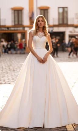 Пышное строгое свадебное платье