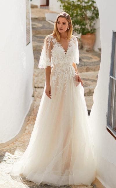 Свадебное платье с расклешенными рукавами