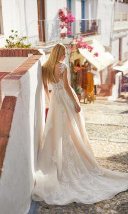Свадебное платье А-силуэта в оттенке айвори