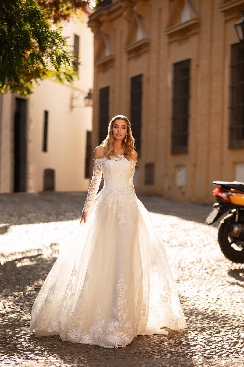 Белое мерцающее свадебное платье
