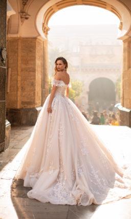 Пышное свадебное платье в розовом оттенке