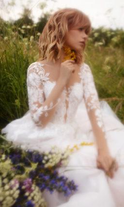 Платье с прозрачным кружевным рукавом