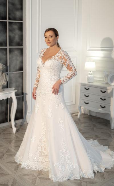 Свадебное платье «рыбка», выполненное в большом размере