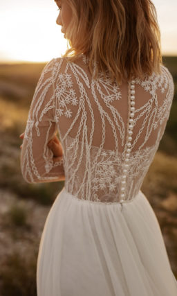 Прямое платье с кружевом