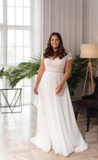 Свадебное платье с прямой шифоновой юбкой