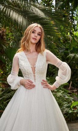 Платье с необычным рукавом свадебное