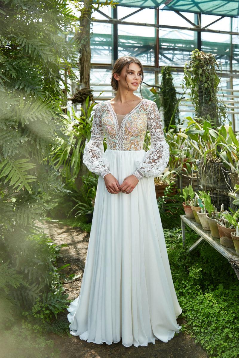 Платье с ажурными рукавами фонариком