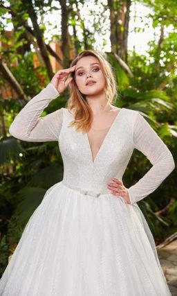Cвадебное платье из мерцающей ткани