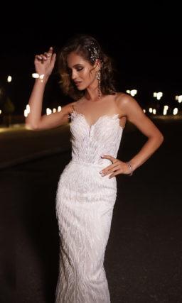 Свадебное платье прямого кроя с прозрачной спинкой