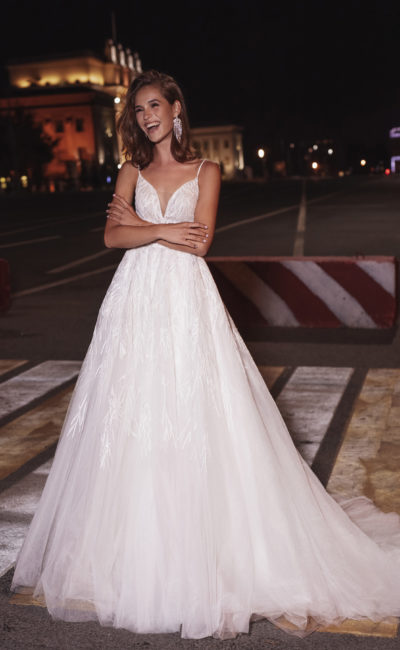 Свадебное платье дополненное накидкой