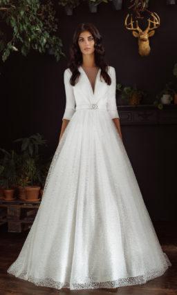 Платье с искрящейся юбкой