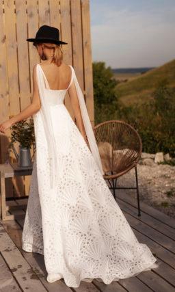 Необычное прямое свадебное платье