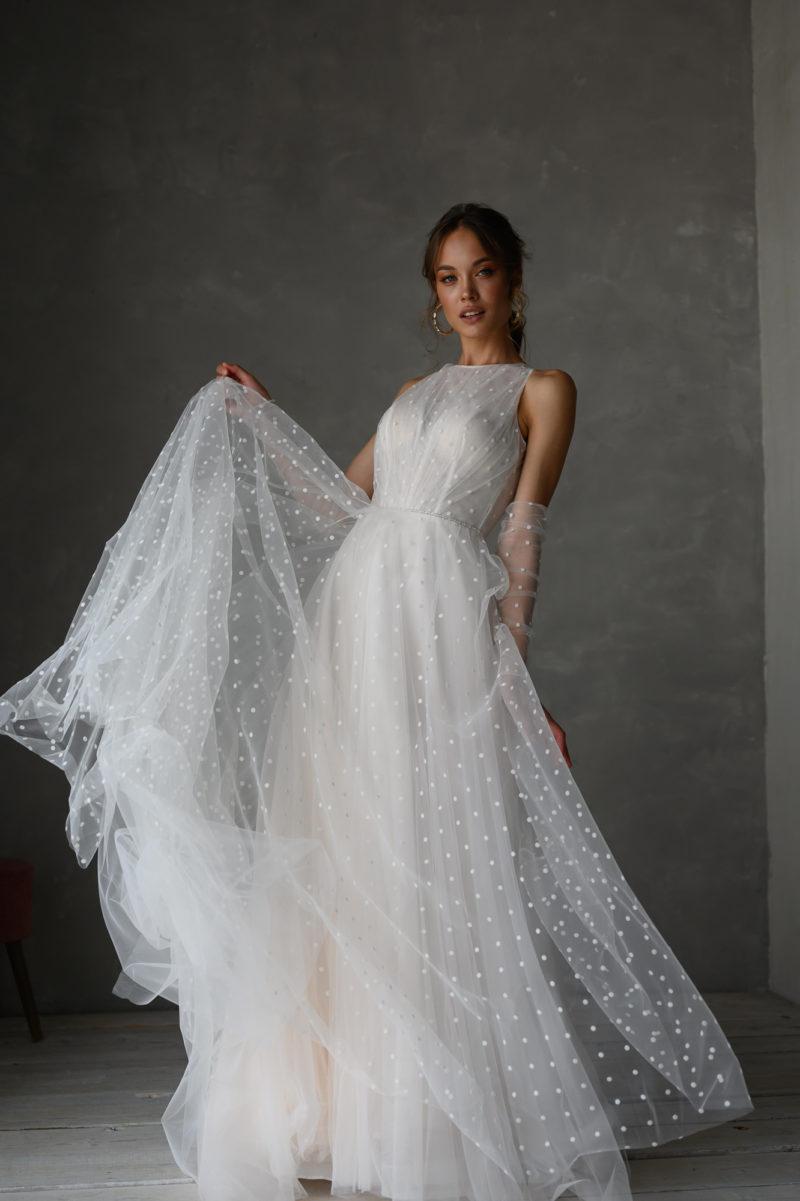 Многослойное свадебное платье