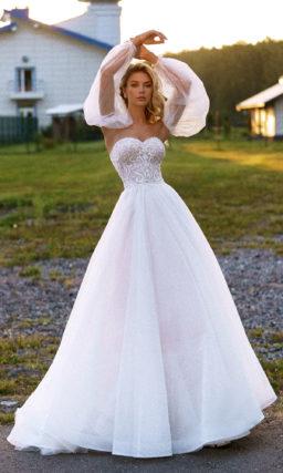 Свадебное платье с корсетом и рукавами