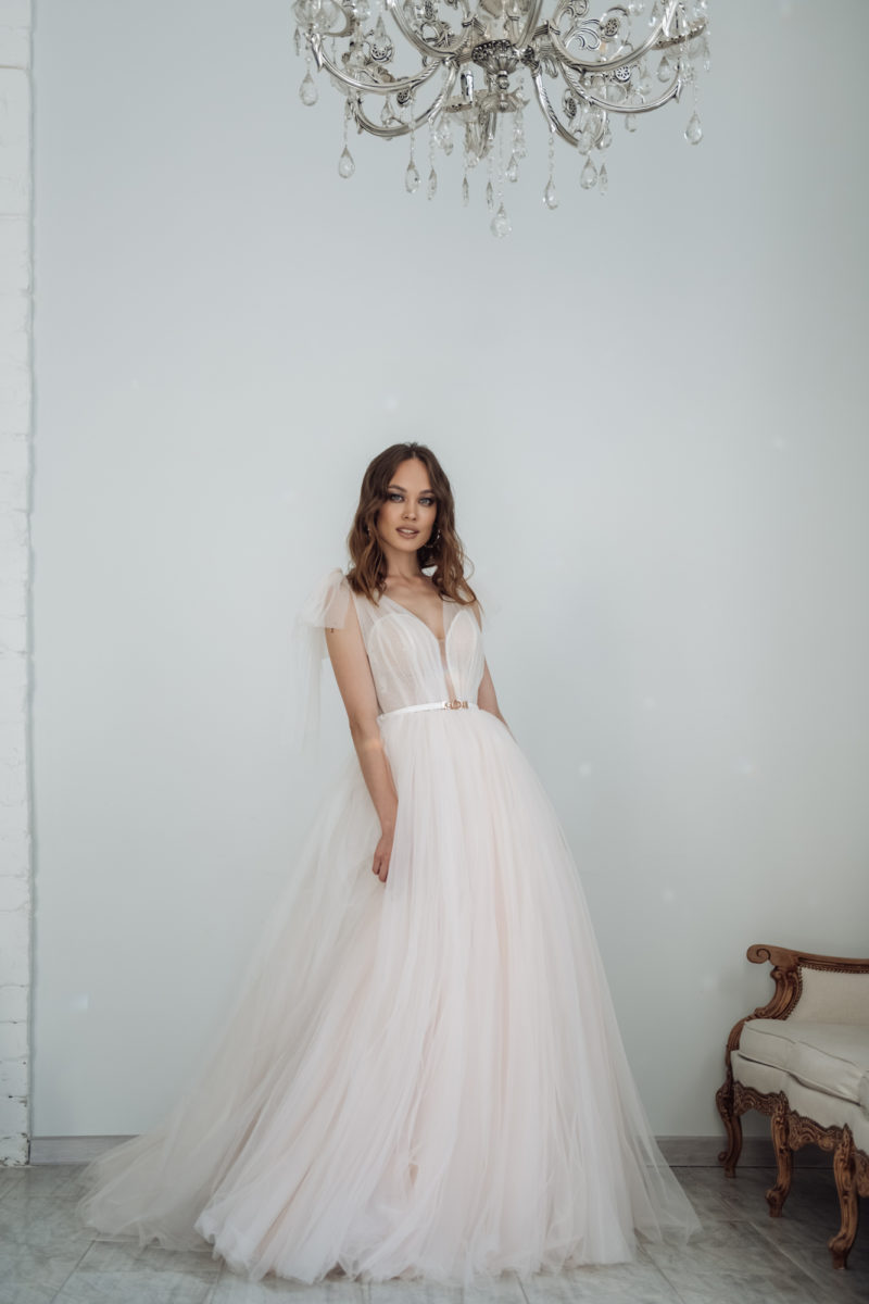 Пышное свадебное платье оттенка айвори
