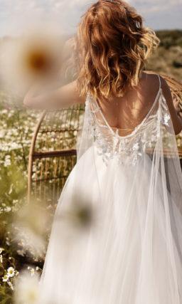 Пышное свадебное платье с вышивкой