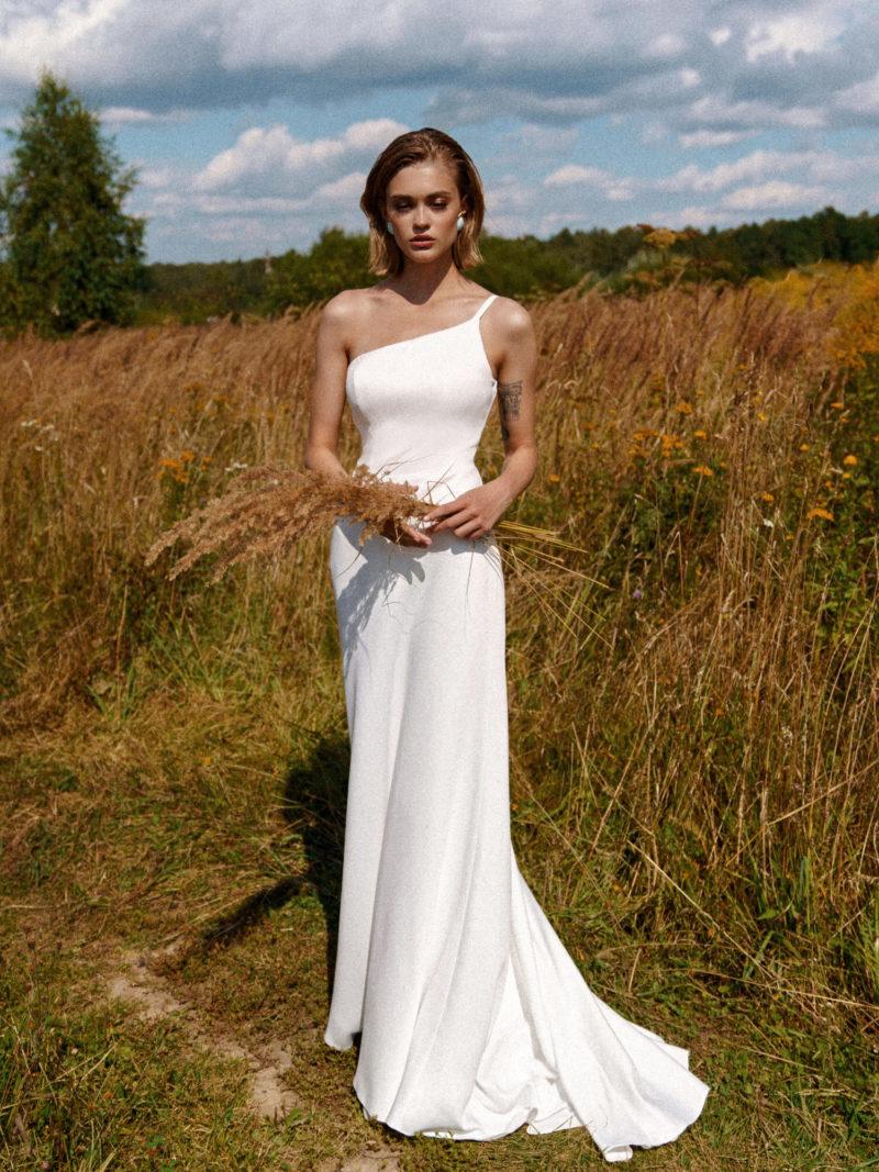 атласный свадебный наряд
