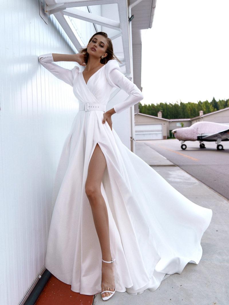 свадебное платье из атласной ткани