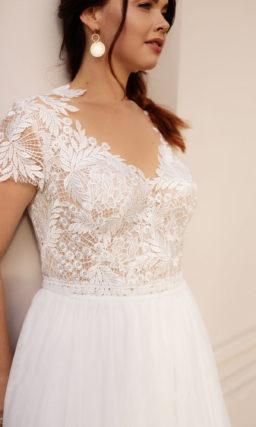 Свадебное платье большого размера с округлым шлейфом