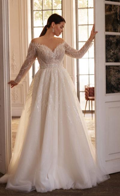 Свадебное платье большого размера с рукавами и красивым декольте