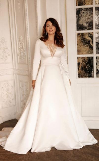 Атласное платье большого размера