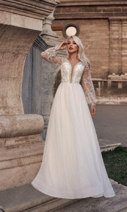 Свадебное платье со свободным рукавом