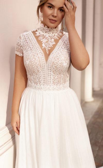 Свадебное платье большого размера выполненное в А-силуэте