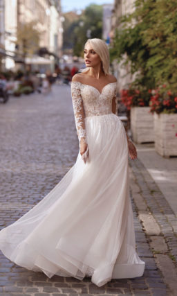 Платье с кружевным рукавом свадебное