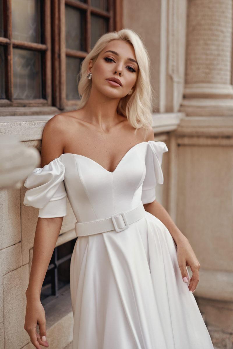 Свадебное платье с пышными короткими рукавами с манжетами