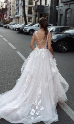 Свадебное платье с пикантным лифом