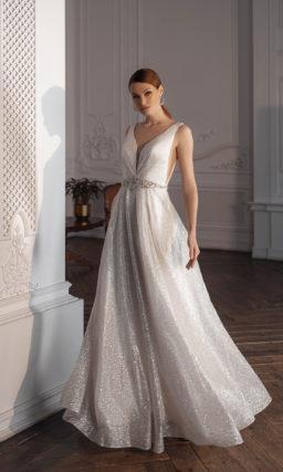 Свадебное платье с пикантными V-образными вырезами