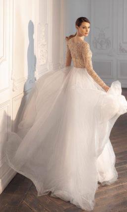 Двухцветное свадебное платье с рукавом