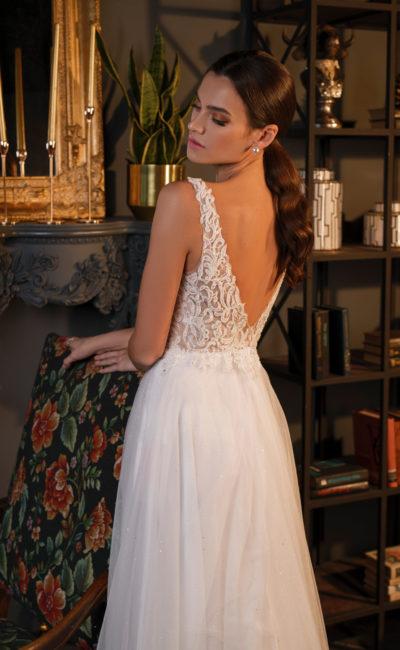 Свадебное платье с неширокими бретелями