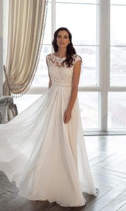 Свадебное платье с расклешенной многослойной юбкой