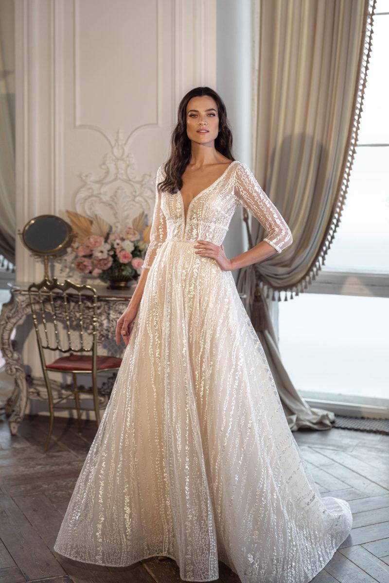 Блестящее свадебное платье с рукавом