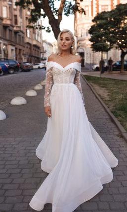 Свадебное платье с декорированным лифом