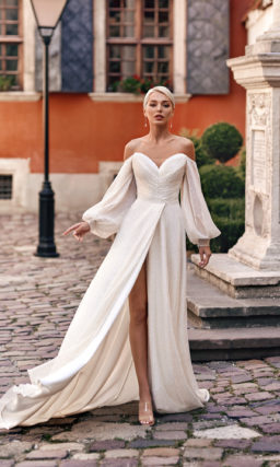 Свадебное платье из сверкающей ткани