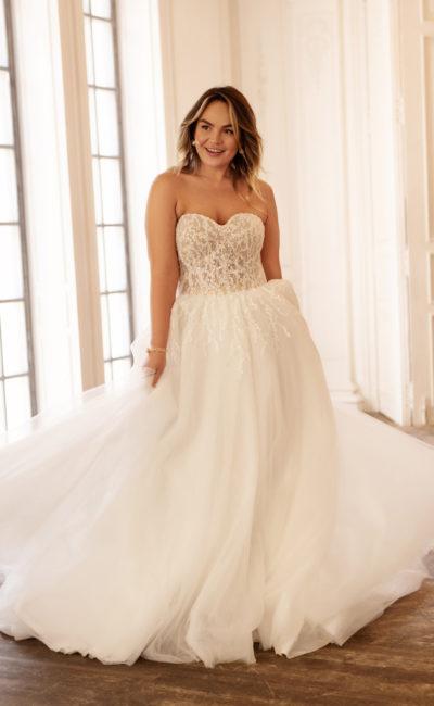Свадебное платье на полную фигуру с открытым корсетом «сердечко»