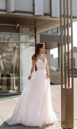 Нежное свадебное платье с многослойной юбкой