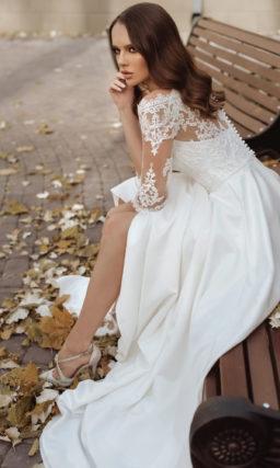 Свадебное платье с атласной юбкой А-силуэта