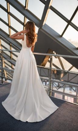 Свадебное платье с квадратным вырезом декольте