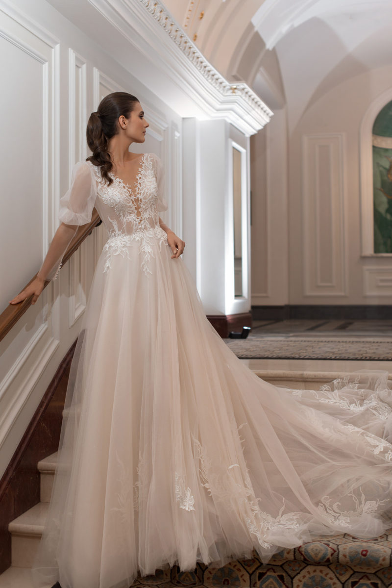 Cвадебное платье в персиковом оттенке