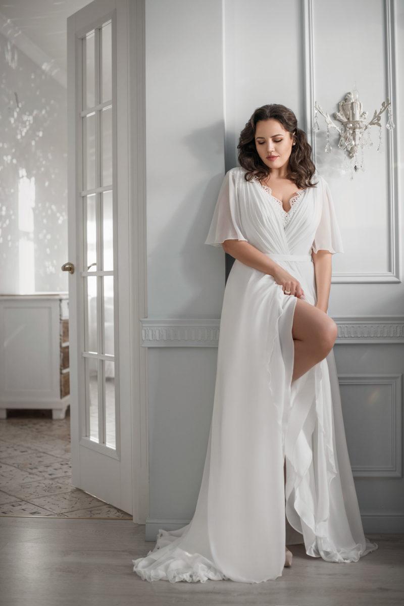 Лаконичное свадебное платье plus size