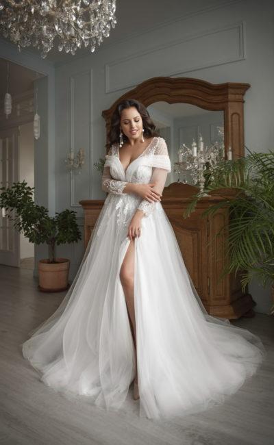 Свадебное платье с вышитыми узорами