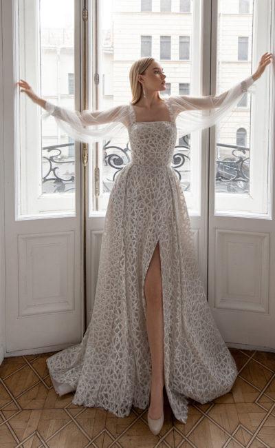 Cвадебное платье серо-бежевого оттенка